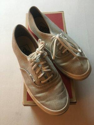Sommerliche helle Schuhe