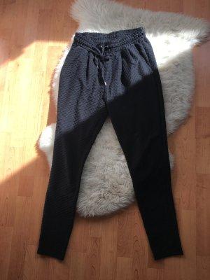 Sommerliche Hose mit Muster im gemütlichen Stil