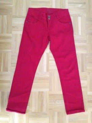 Sommerliche Jeans mit Saumaufschlag