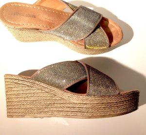 Sommerliche Korb Sandalen Schlappen Pantoletten mit Keilabsatz und Plateau Gr. 39