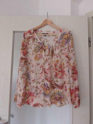 Sommerliche, luftige Bluse mit floralem Muster