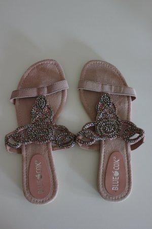 sommerliche Sandalen mit Glitzerperlen von Blue Cox