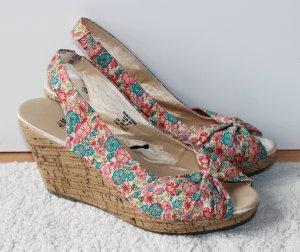 Sommerliche Schuhe mit Flowerprint