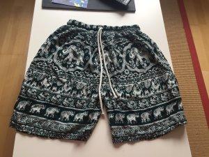 Sommerliche Shorts mit Thailand-Muster