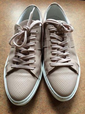 Sommerliche Sneakers von Kiomi