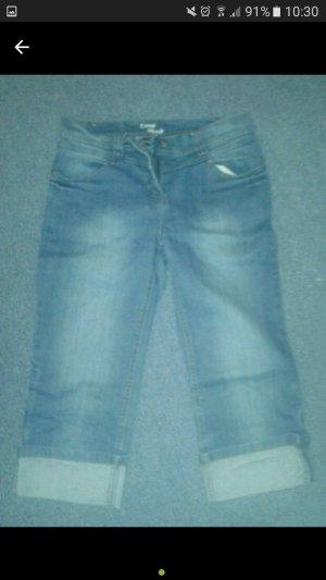 Sommerliche sportliche Jeans