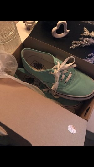 Sommerliche Vans Authentic in Mint.