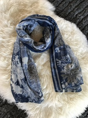 Sommerlicher blauer Schal