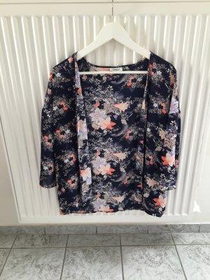 sommerlicher geblümter Kimono