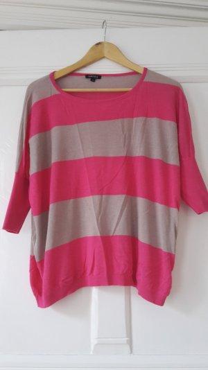 Sommerlicher Pullover aus dünnem Strick
