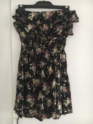 Sommerliches Bandeau Kleid mit Rüschen