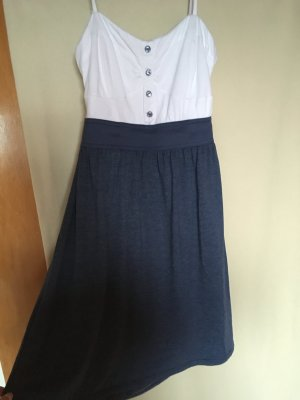 Sommerliches Cut-out Kleid
