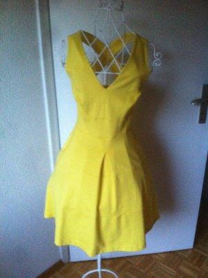 Sommerliches gelbes Kleid
