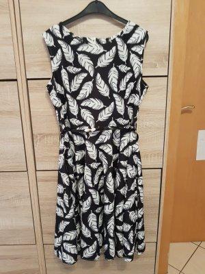 Sommerliches gemustertes Kleid