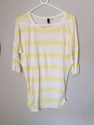 Sommerliches gestreiftes Shirt