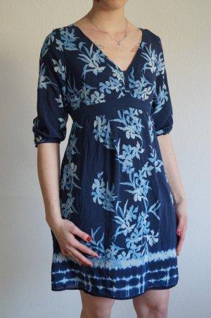 Sommerliches Kleid aus Seide mit Blumenprint