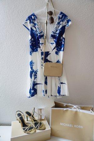 Sommerliches Kleid in blau und weiß