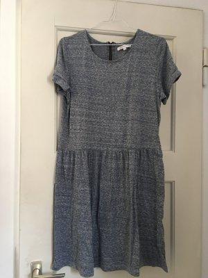 Sommerliches Kleid in Grau