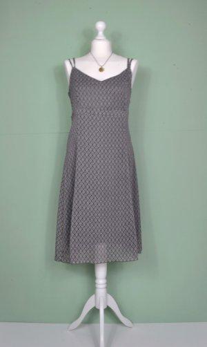 Sommerliches Kleid mit Ovalen
