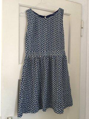 Sommerliches Kleid mit Rückenausschnitt