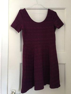 Sommerliches Kleid mit rundem Rückenausschnitt