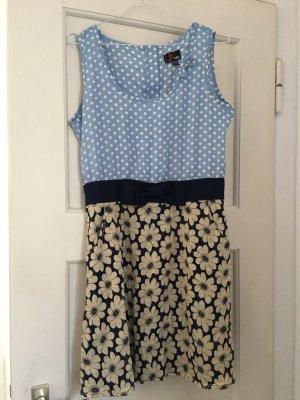 Sommerliches Kleid mit Schleife