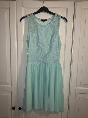 Sommerliches Kleid mit Tüll