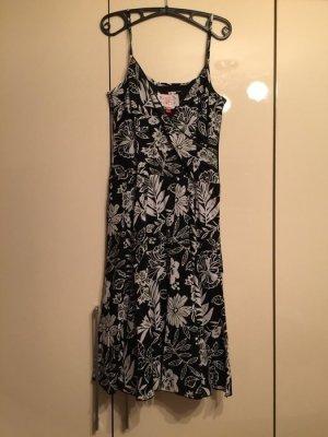 Sommerliches Kleid von Esprit mit schönem Blumenmuster