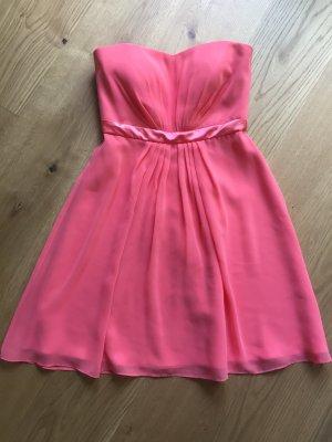 Sommerliches knielanges Kleid