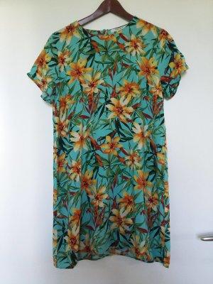 Sommerliches Minikleid mit hübschem türkis gelbem Blumenmuser