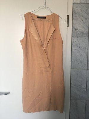 Sommerliches nudefarbenes Kleid von ZARA