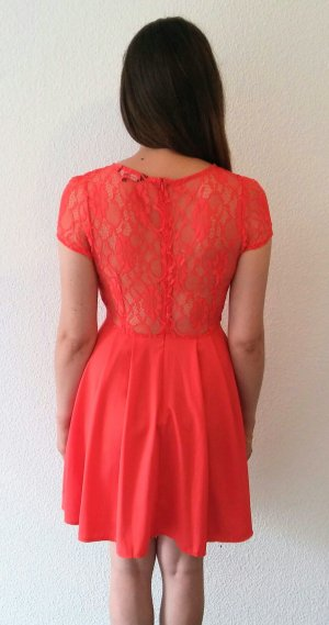 sommerliches rotes Kleid mit Spitze von New Look
