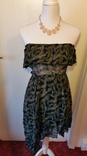 Sommerliches schulterfreies Kleid