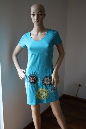 Sommerliches Shirtkleid mit Stickerei Gr. 34 in türkis