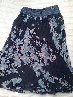 Sommerrock mit floralem Muster