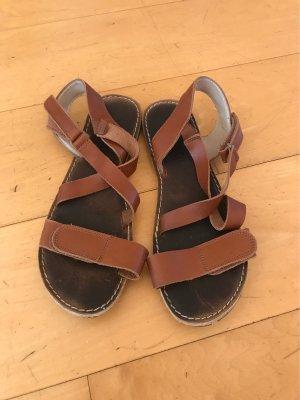 Sandalias romanas marrón