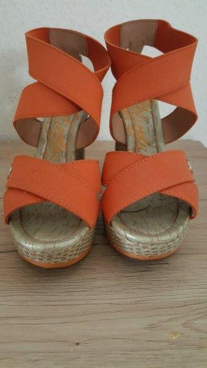 Sommersandalen in Trendfarbe Orange.