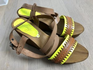 Taupage Sandalo alto con plateau bronzo-giallo pallido