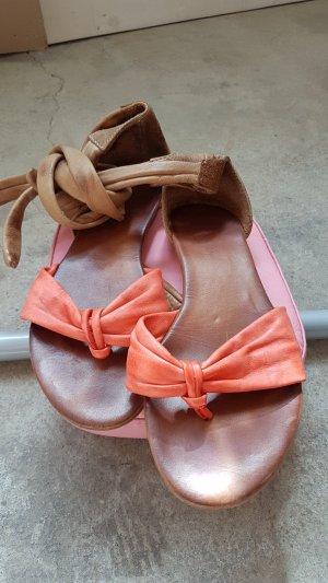 Sandalias con talón descubierto marrón-rojo frambuesa