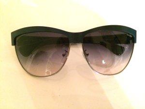 Sonnenbrille im 50er Jahre Look
