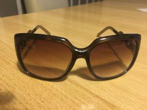 Sonnenbrille mit großen Gläsern