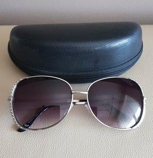 Sonnenbrille mit Steinchen