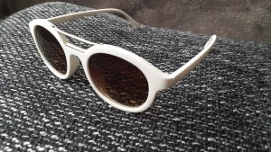Sonnenbrille mit weißem Rahmen