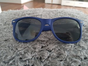 Sonnenbrille, Rahmen in blau, Gläser in schwarz