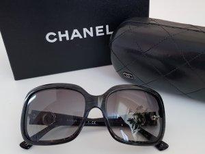 Chanel Occhiale da sole ovale nero-grigio chiaro