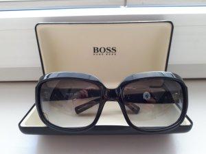 """Sonnenbrille von **HUGO BOSS"""" in schwarz"""
