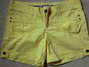 Sonnengelbe Shorts (Esprit)