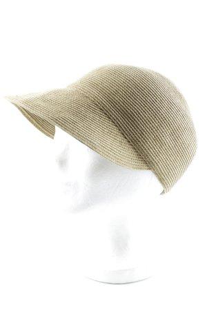 Sombrero de ala ancha marrón arena look casual