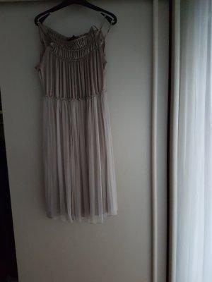 Spaghettiträger-Kleid von Strenesse.