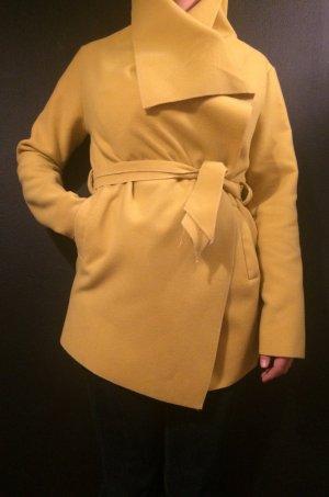 Sparkle thru the autumn time *yellow coat*